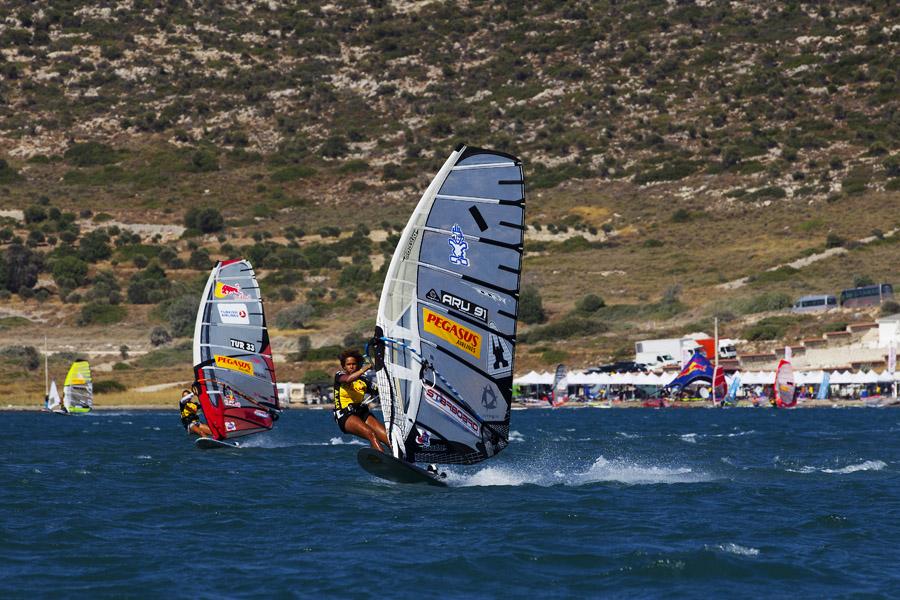 16 X Sarah-Quita + Starboard-12   Windsurf