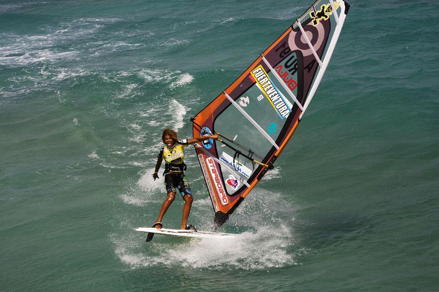 16 X Sarah-Quita + Starboard-9   Windsurf
